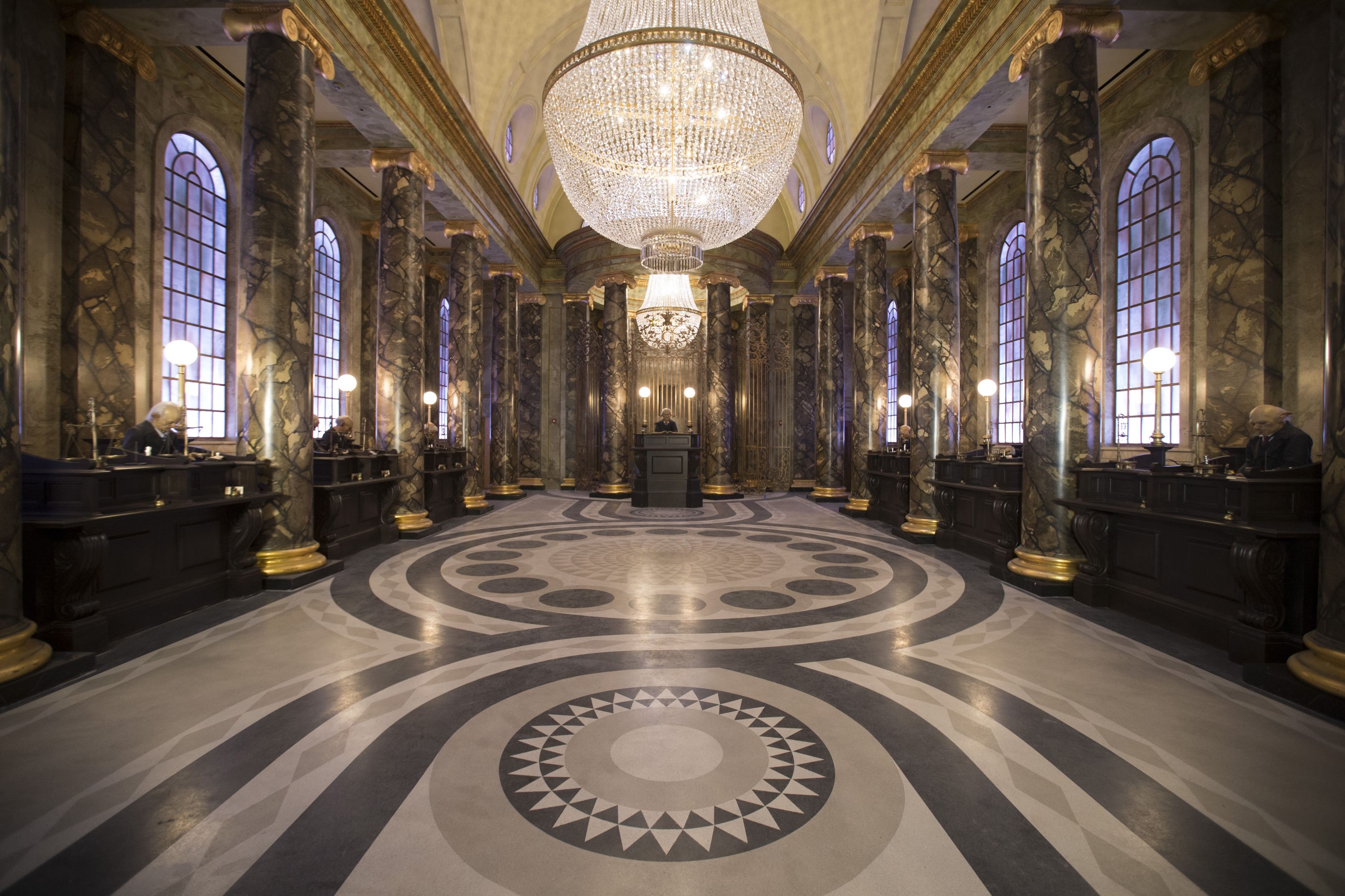 Image from Harry Potter and the Escape from Gringotts - Marble Hall with Goblins Working