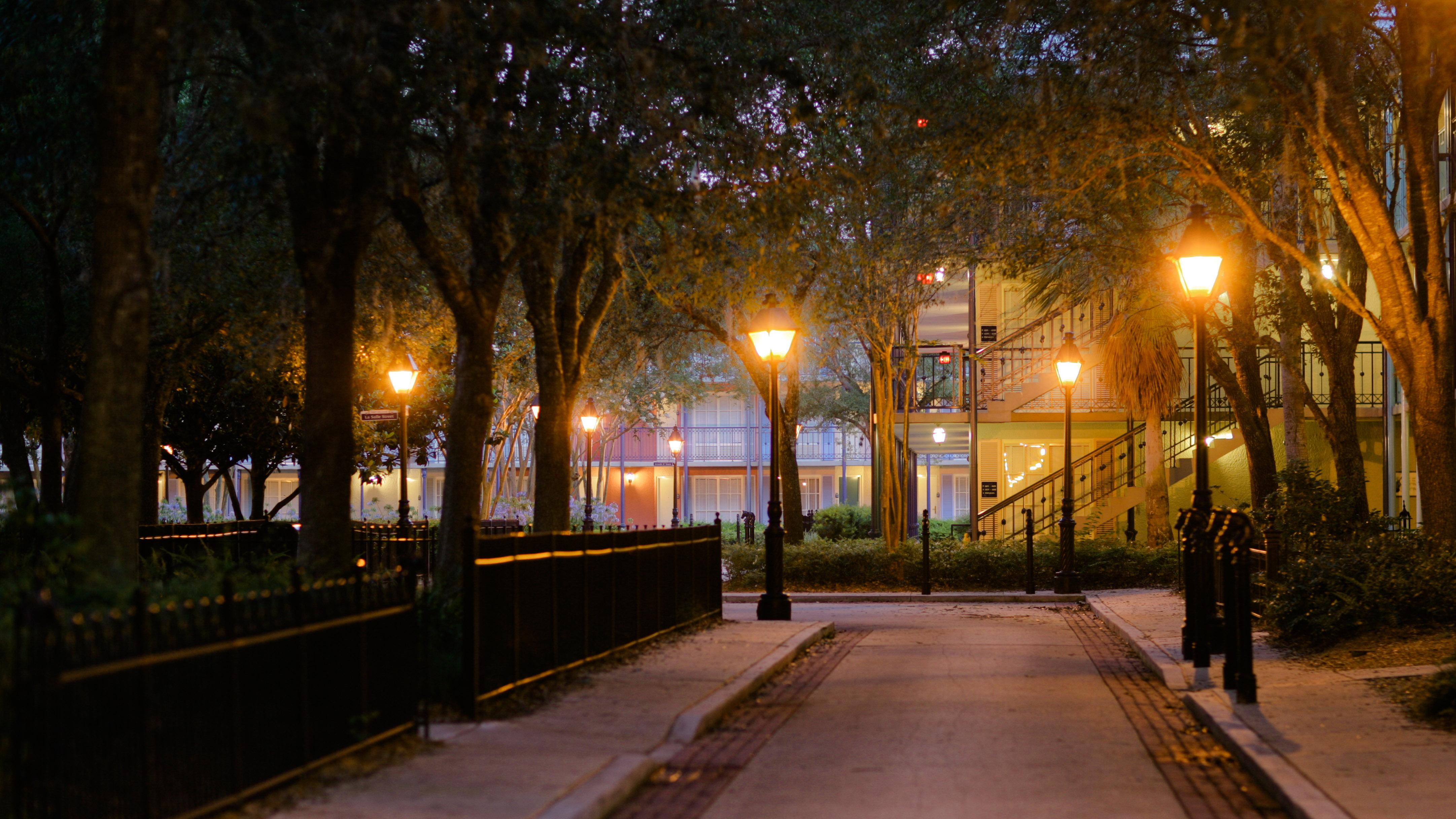 PO_French_Quarter_nightwalkway